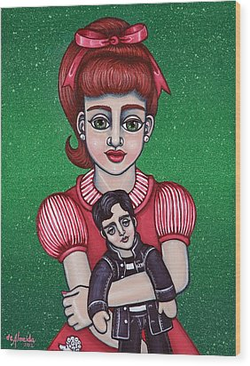 Peggy Sue Holding The King Wood Print by Victoria De Almeida