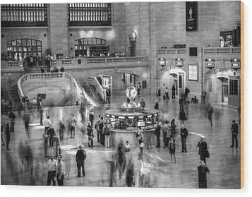 People At The Grand Central Station Wood Print