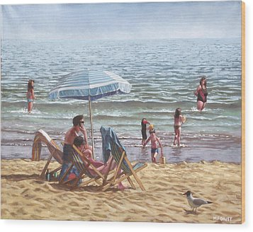 People On Bournemouth Beach Parasol Wood Print by Martin Davey