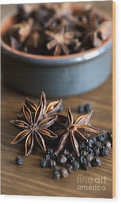 Pepper And Spice Wood Print by Anne Gilbert
