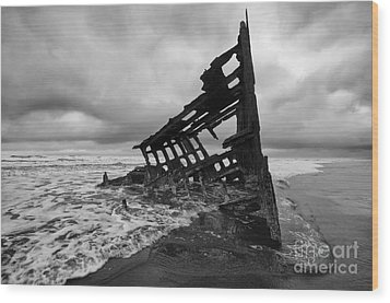 Peter Iredale Shipwreck Oregon 1 Wood Print
