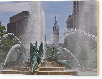 Philly Fountain Wood Print by Bill Cannon