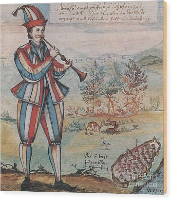 Pied Piper Of Hamelin, German Legend Wood Print by Photo Researchers