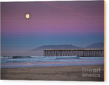 Pismo Beach Moonset At Sunrise Wood Print