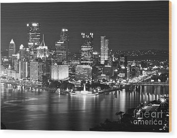 Pittsburgh - Black And White Wood Print