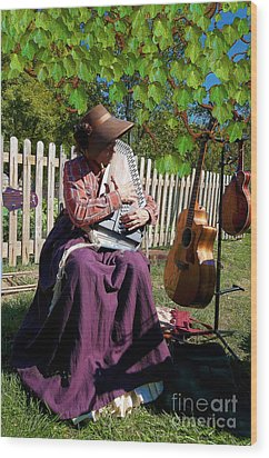 Play A Song For Me Wood Print by Liane Wright