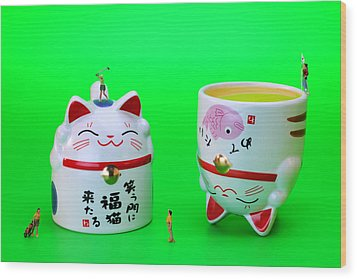 Playing Golf On Cat Cups Wood Print by Paul Ge