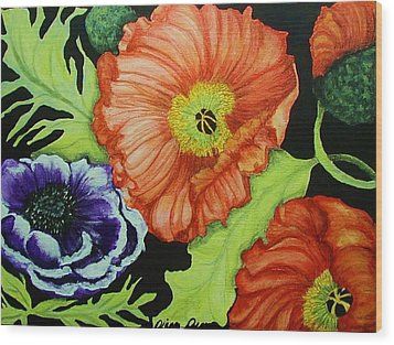 Poppy Surprise Wood Print by Diana Dearen