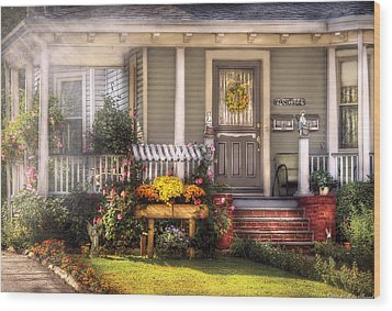 Porch - Westfield Nj - The House Of An Angel Wood Print by Mike Savad