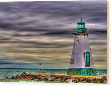 Wood Print featuring the photograph Port Dalhousie Lighthouse by Jerry Fornarotto