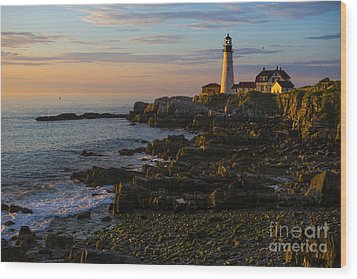 Portland Head Lighthouse At Dawn Wood Print by Diane Diederich