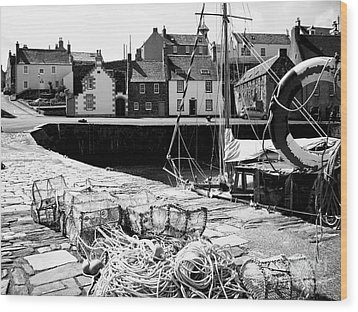 Portsoy Harbour 1 Wood Print by Malcolm Suttle