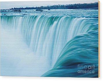 Power Of Niagara Falls Wood Print by Peta Thames