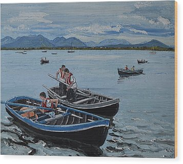 Preparing For The Currach Race Roundstone Ireland Wood Print