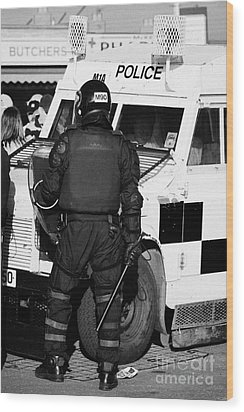 Psni Officer With Riot Gear And Baton In Front Of Land Rover On Crumlin Road At Ardoyne Shops Belfas Wood Print by Joe Fox