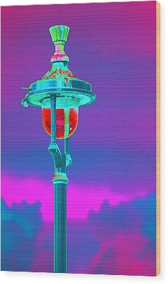 Psychedelic London Streetlight Wood Print by Richard Henne