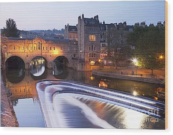 Pulteney Bridge And Weir Bath Wood Print by Colin and Linda McKie