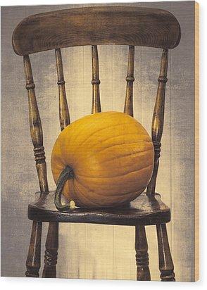 Pumpkin On Chair Wood Print by Amanda Elwell