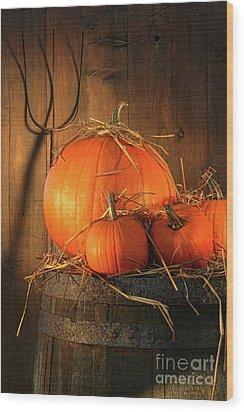 Pumpkins On Wine Barrel  Wood Print by Sandra Cunningham