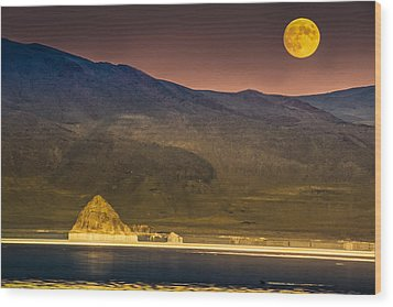 Pyramid Lake Moonrise Wood Print