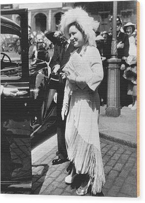 Queen Elizabeth Fashion Wood Print by Underwood Archives
