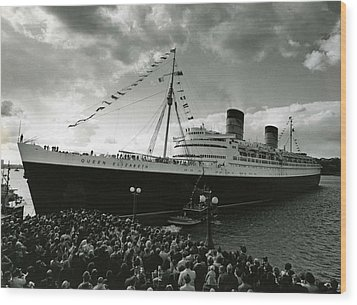 Queen Elizabeth Ship In Harbor By Barney Stein Wood Print by Retro Images Archive