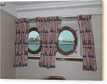 Queen Mary - 121223 Wood Print by DC Photographer