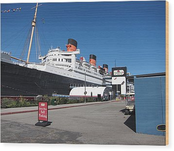 Queen Mary - 12123 Wood Print by DC Photographer