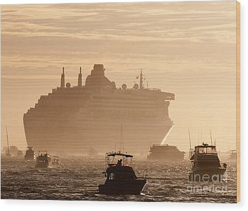 Queen Mary 2 Leaving Port 02 Wood Print by Rick Piper Photography