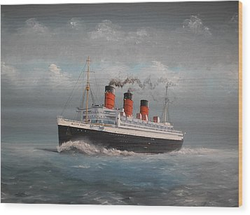 Queen Mary Wood Print by James McGuinness