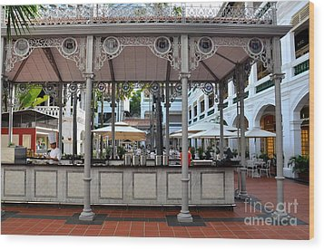 Raffles Hotel Courtyard Bar And Restaurant Singapore Wood Print by Imran Ahmed
