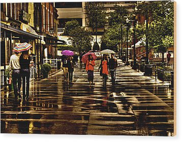 Rain In Market Square - Knoxville Tennessee Wood Print by David Patterson