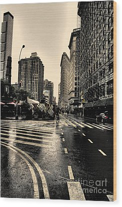 Raining On Flatiron Wood Print by David Bearden
