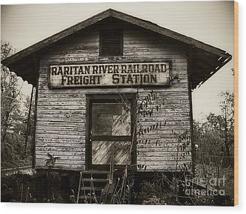 Raritan River Railroad Wood Print by Colleen Kammerer