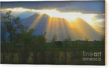 Rays From Heaven Wood Print by Michelle Frizzell-Thompson