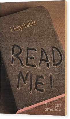 Read Me Bible Wood Print by Pattie Calfy