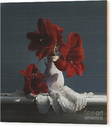 Red Amaryllis Flowers  Wood Print by Larry Preston