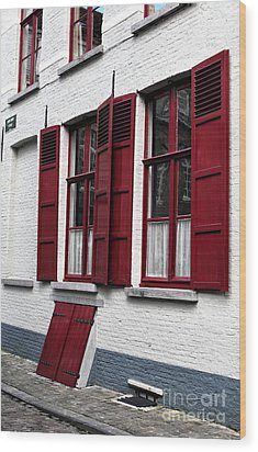 Red And White In Bruges Wood Print by John Rizzuto