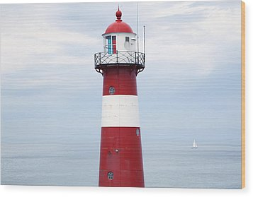 Red And White Lighthouse Wood Print by Peter Zoeller