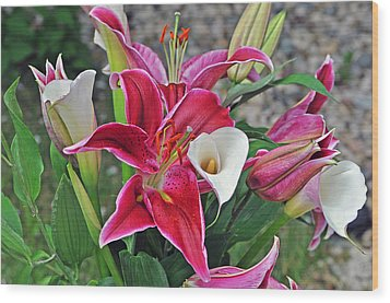 Red And White Lilies Wood Print