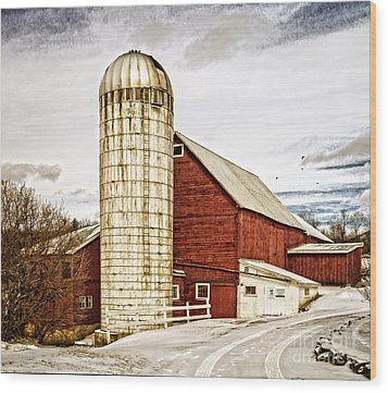 Red Barn And Silo Vermont Wood Print by Edward Fielding