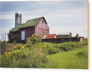 Red Barn In Groton Wood Print by Gary Heller
