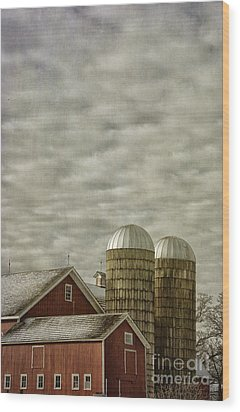 Red Barn On Cloudy Day Wood Print