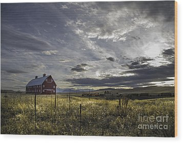 Red Barn Southbound Train Wood Print