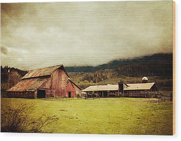 Wood Print featuring the photograph Red Barn by Takeshi Okada