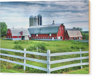 Red Barns And White Fence Wood Print by Steven Ainsworth