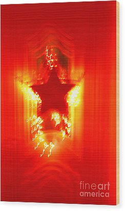 Red Christmas Star Wood Print by Gaspar Avila