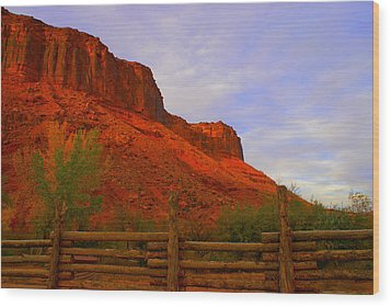 Red Cliffs Near Moab Ut Wood Print