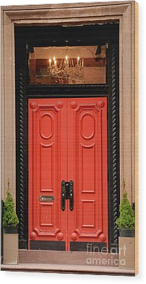 Red Door On New York City Brownstone Wood Print by Amy Cicconi