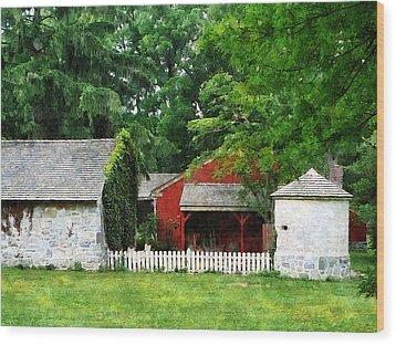 Red Farm Shed Wood Print by Susan Savad